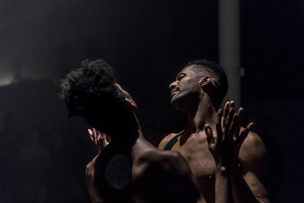 "Jimmy Robert, ""Joie noire"", Performance mit Courtney Henry in den KW Institute for Contemporary Art, Berlin, 2019"