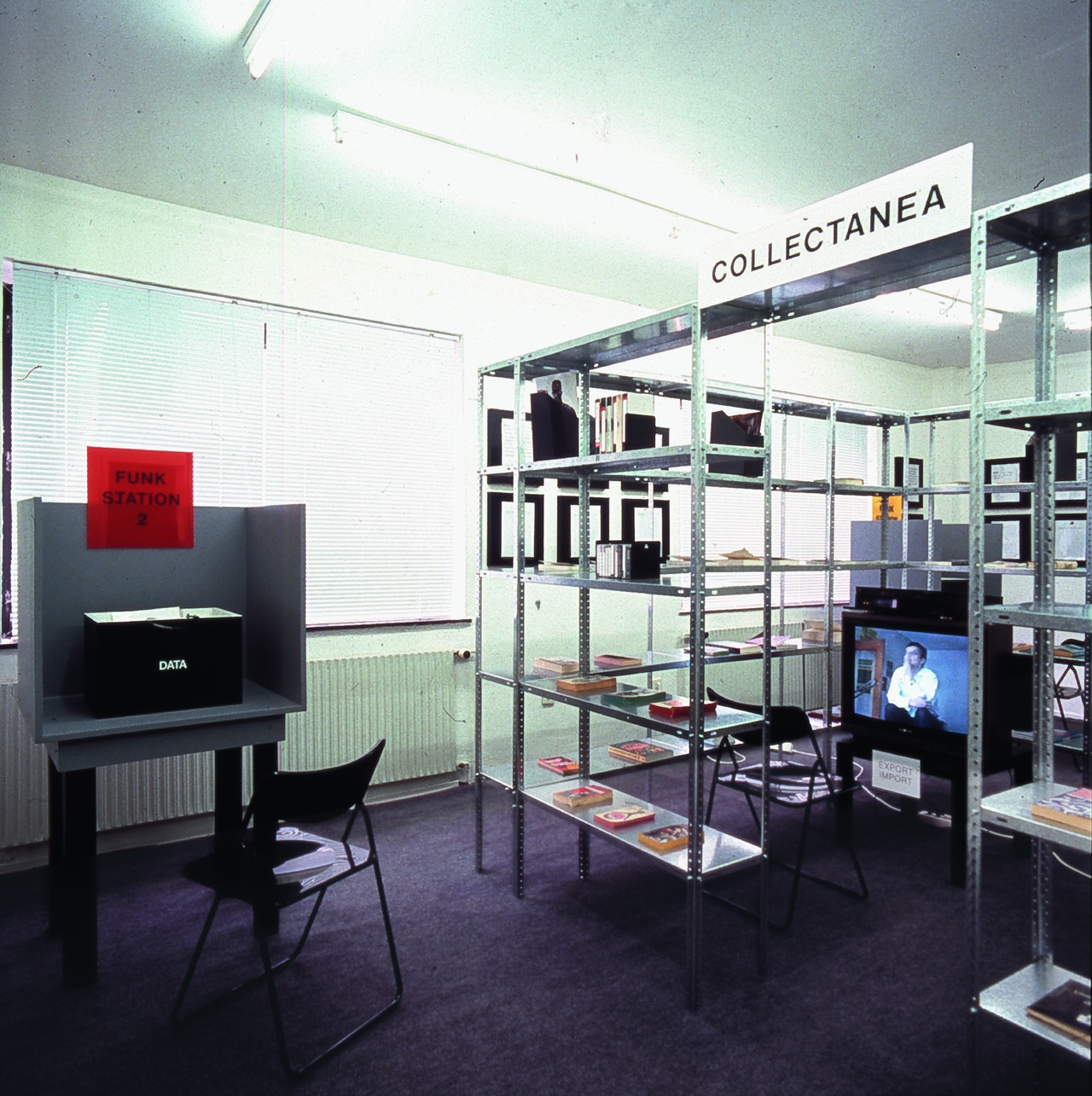 """Renée Green: Import / Export Funk Office"", Galerie Christian Nagel, Köln / Cologne, 1992, Ausstellungsansicht / installation view"