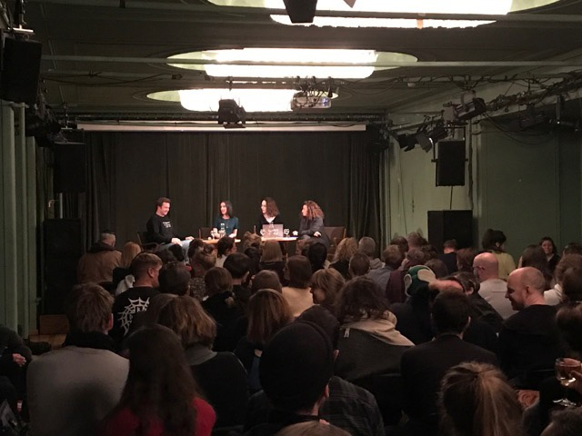 Kontinuitäten des Antisemitismus ein Bericht aus dem Grünen Salon der Volksbühne Berlin von Aram Lintzel
